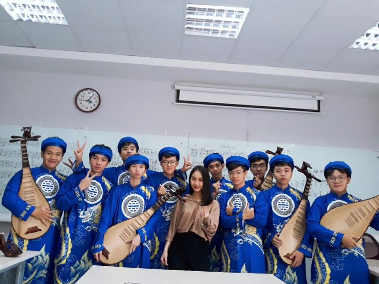 Bí quyết của thầy cô nhạc cụ dân tộc để sinh viên IT cũng có thể chơi đàn chất nghệ - Ảnh 2.