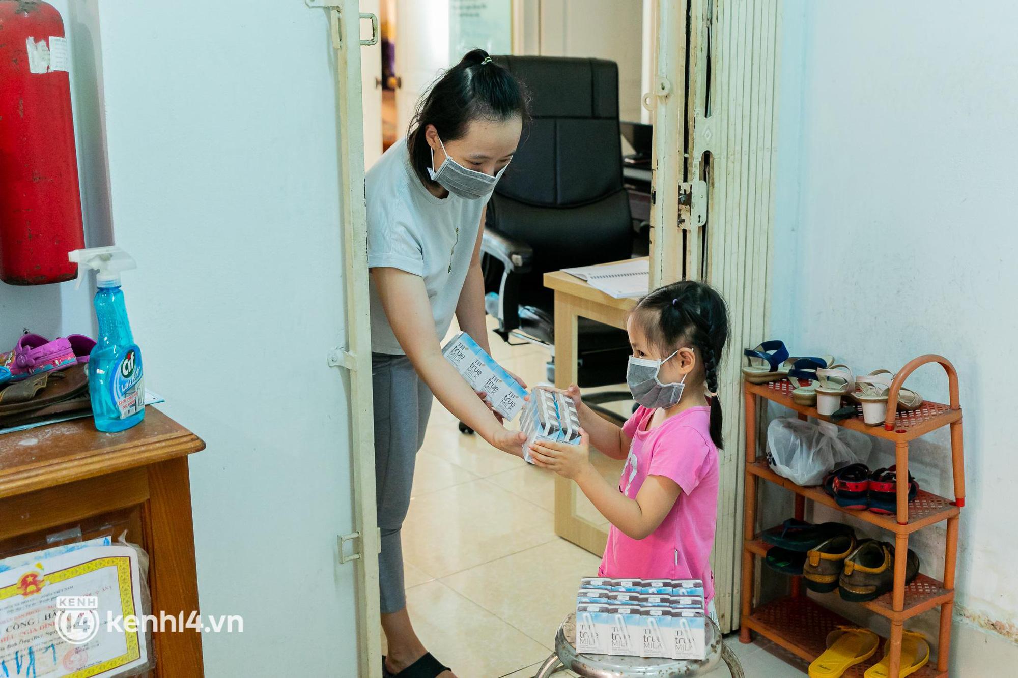 Ấm lòng mùa dịch: Trân quý những ly sữa tươi sạch tiếp sức trẻ nhỏ Sài Gòn - Ảnh 12.