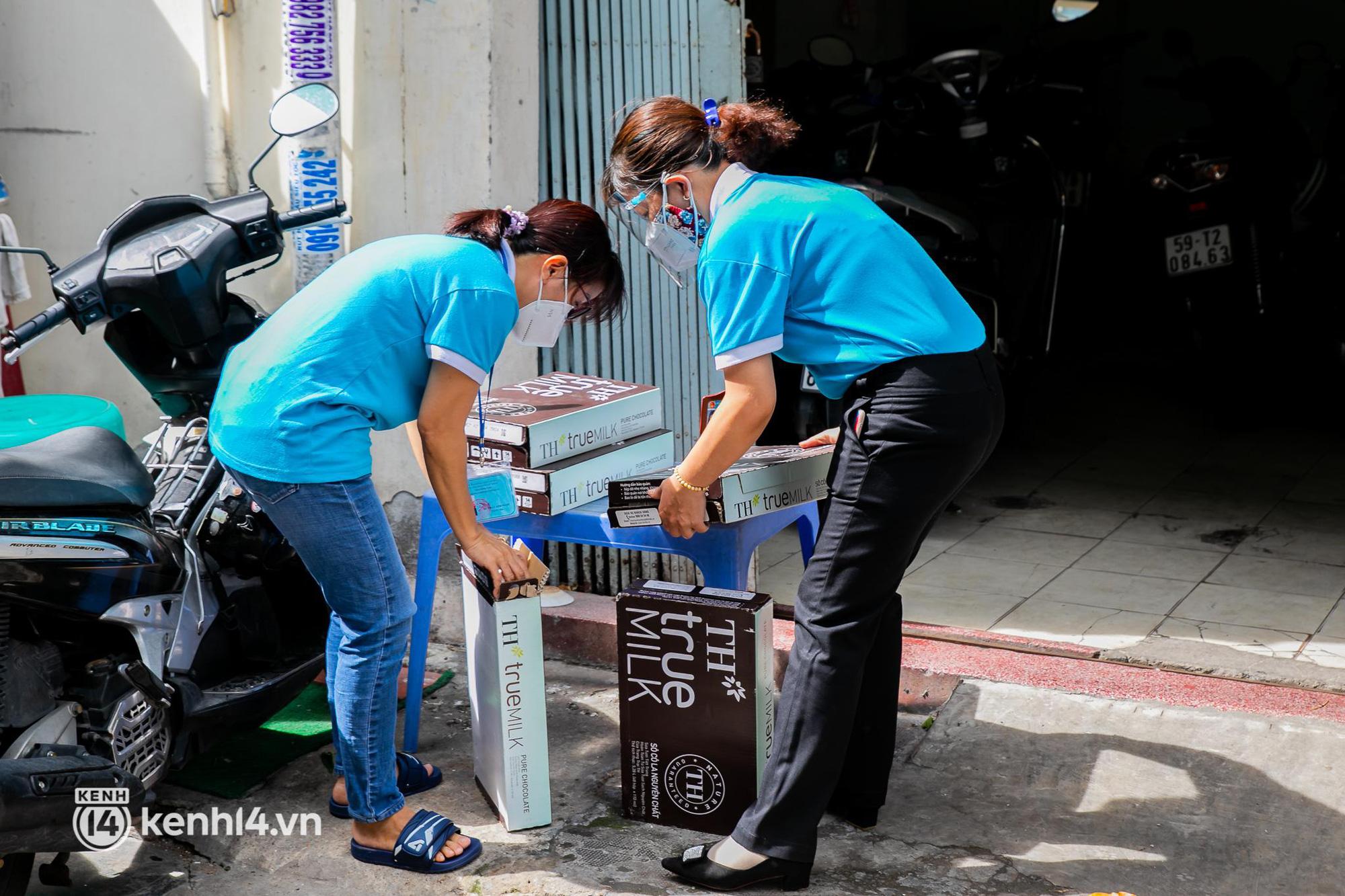 Ấm lòng mùa dịch: Trân quý những ly sữa tươi sạch tiếp sức trẻ nhỏ Sài Gòn - Ảnh 3.