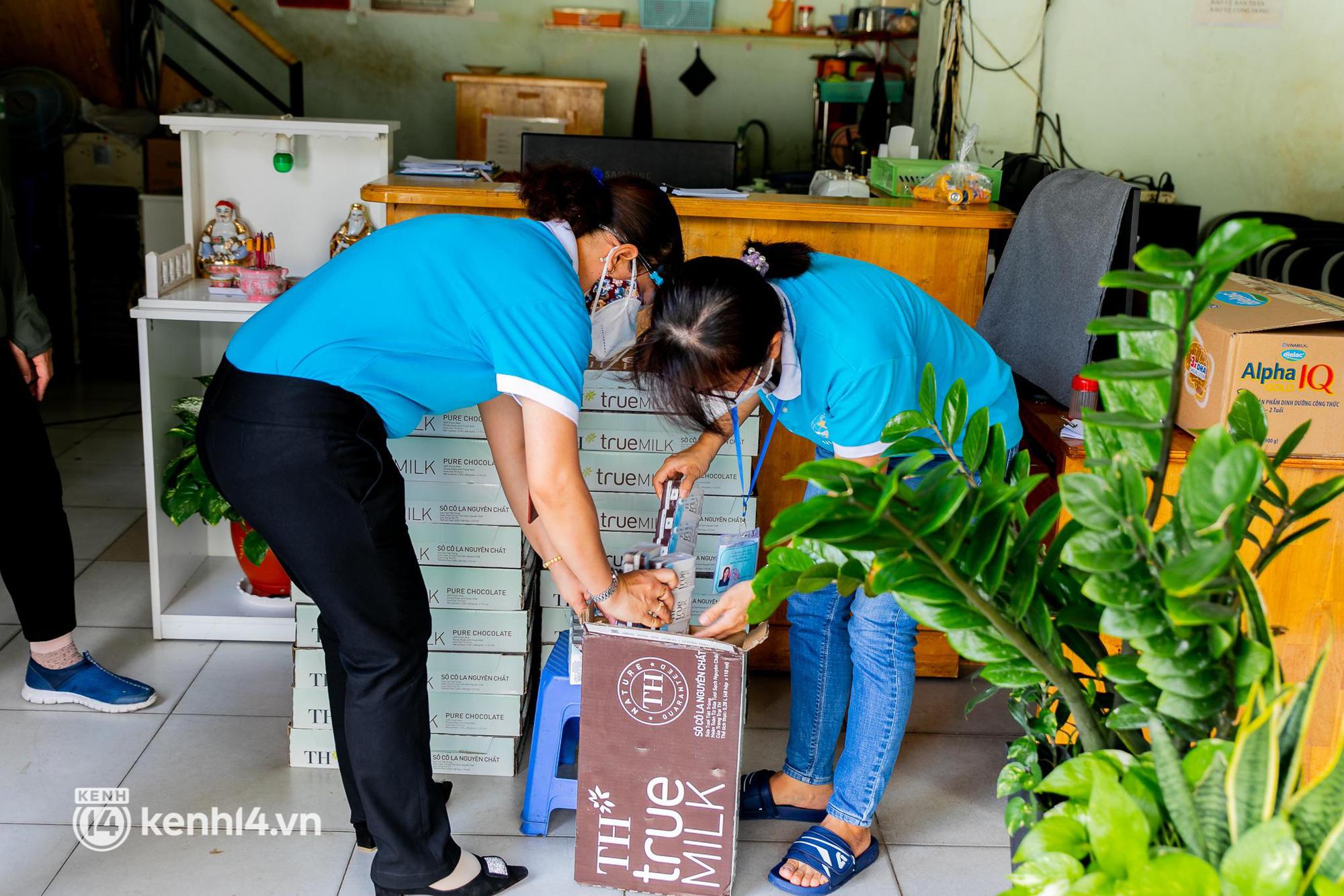 Ấm lòng mùa dịch: Trân quý những ly sữa tươi sạch tiếp sức trẻ nhỏ Sài Gòn - Ảnh 7.