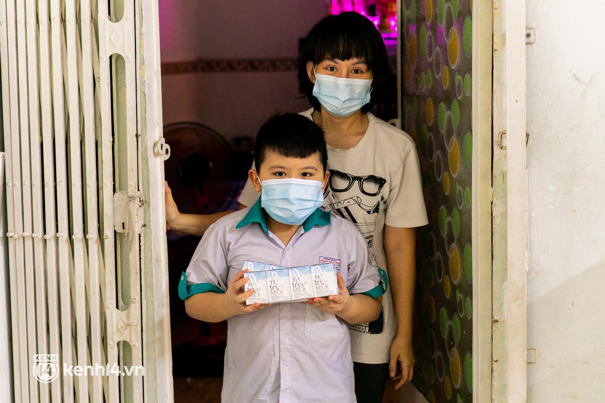Ấm lòng mùa dịch: Trân quý những ly sữa tươi sạch tiếp sức trẻ nhỏ Sài Gòn - Ảnh 10.