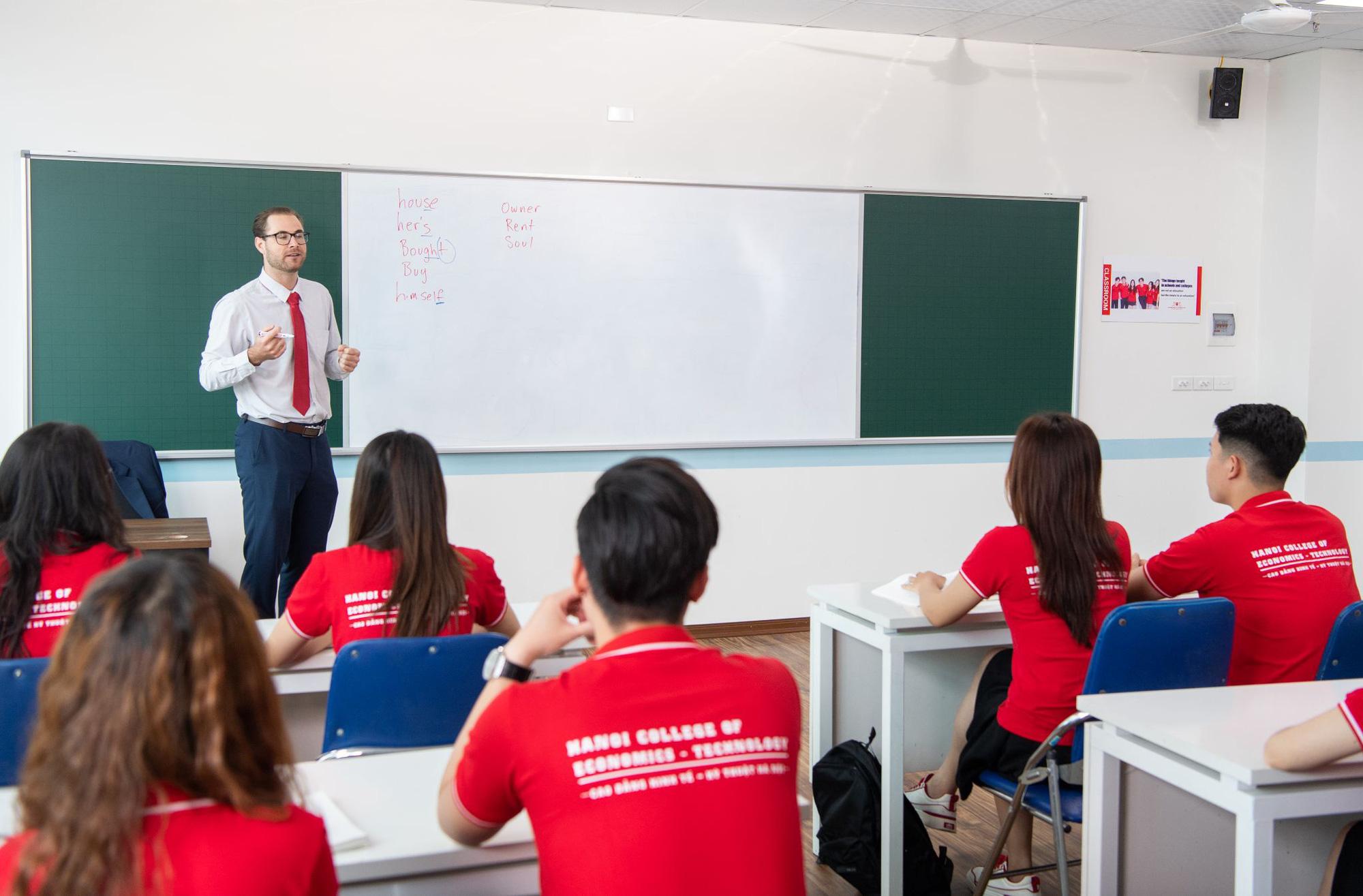 Chương trình học song bằng cao đẳng - đại học tại Cao đẳng Kinh tế - Kỹ thuật Hà Nội giúp học viên chủ động, linh hoạt trong việc học - Ảnh 1.