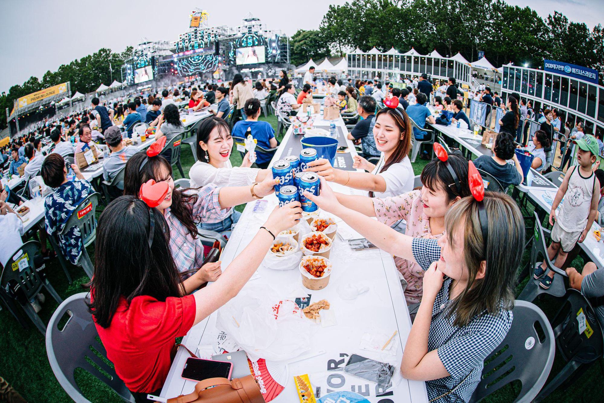 Tận hưởng không khí cực kì sôi động của lễ hội gà bia Chimac và trải nghiệm công viên gà rán Ttang Ttang Land tại Daegu - Ảnh 3.