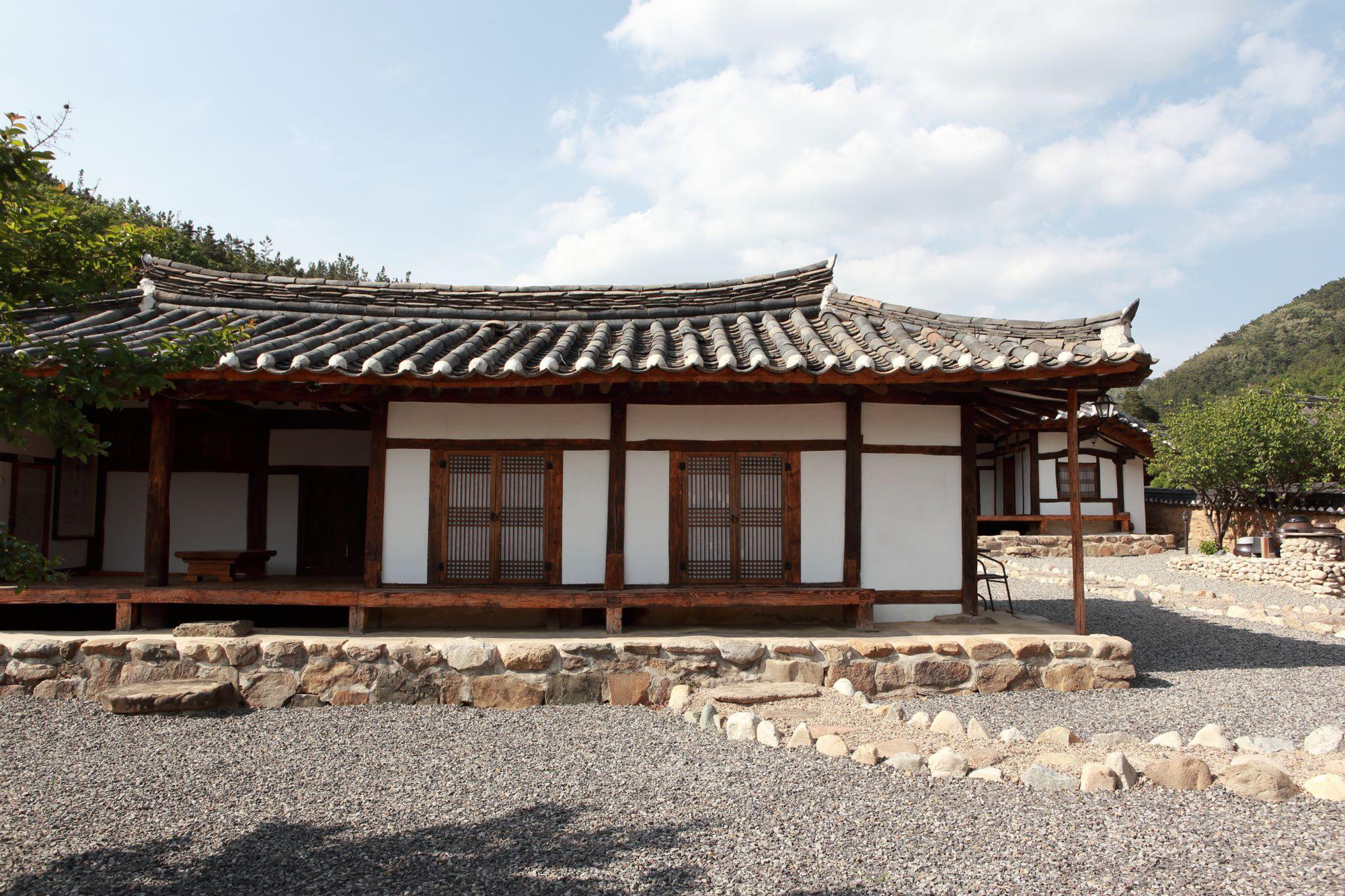 Cách người Gyeongbuk, Hàn Quốc biến nhà cổ Hanok thành những công trình thời thượng được cả Gen Z yêu thích - Ảnh 1.