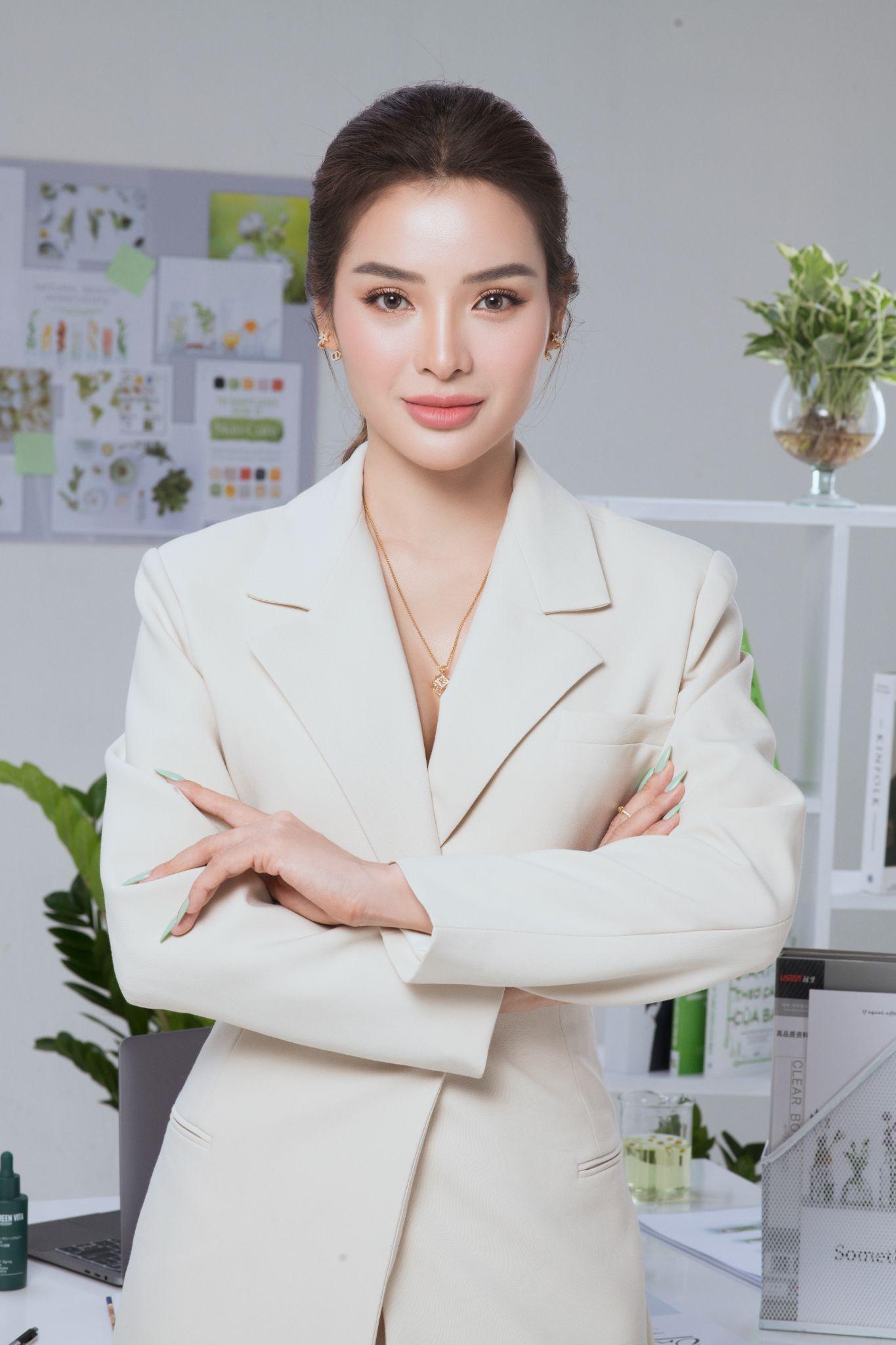 Phương Trinh Jolie: Từ cô gái đa tài của showbiz Việt đến CEO tài năng - Ảnh 3.