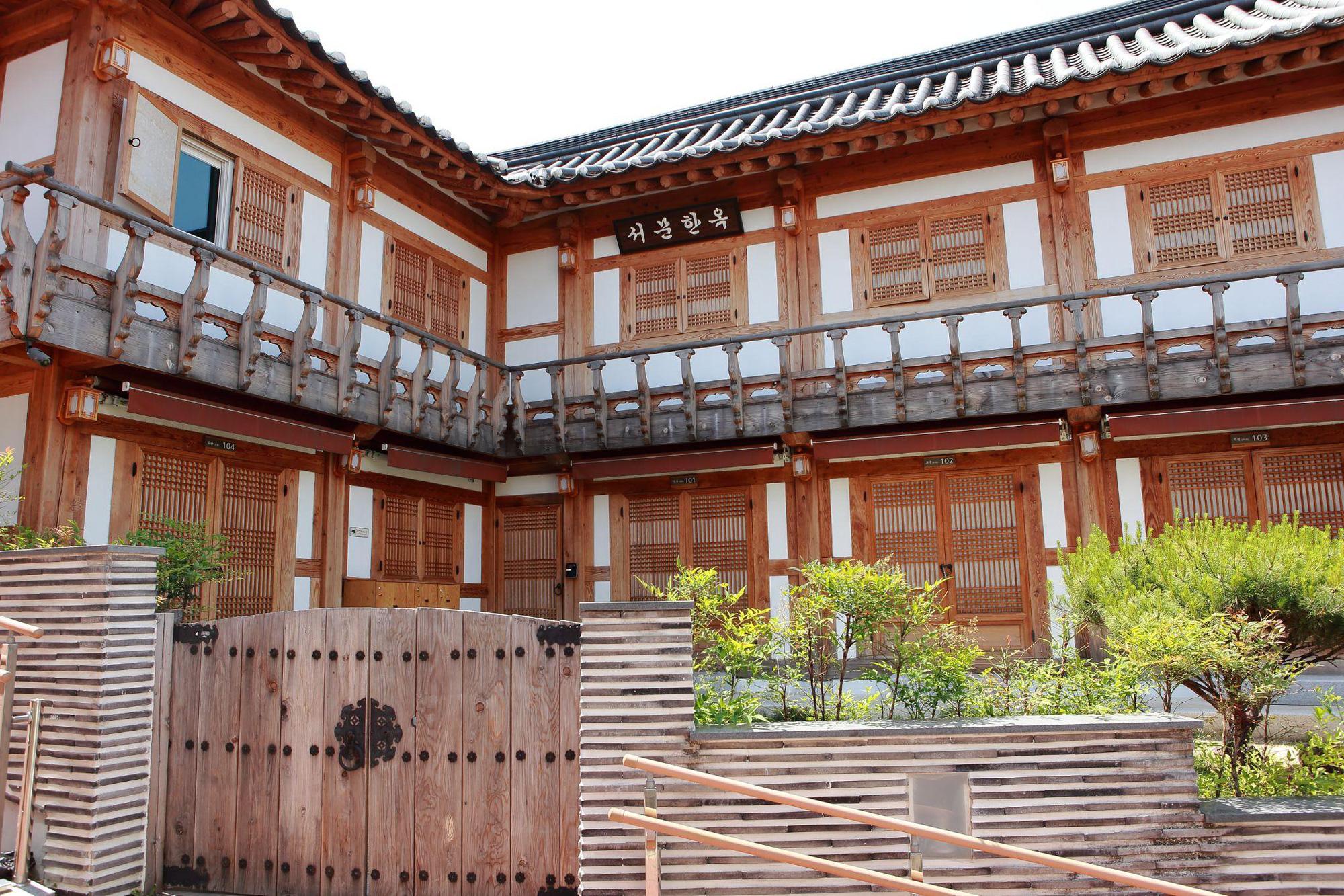 Cách người Gyeongbuk, Hàn Quốc biến nhà cổ Hanok thành những công trình thời thượng được cả Gen Z yêu thích - Ảnh 2.