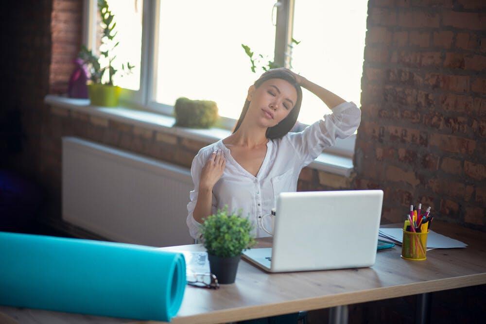 """Các cô nàng văn phòng """"gợi ý"""" bí quyết tận hưởng phút thư giãn giữa giờ """"work from home"""" - Ảnh 1."""