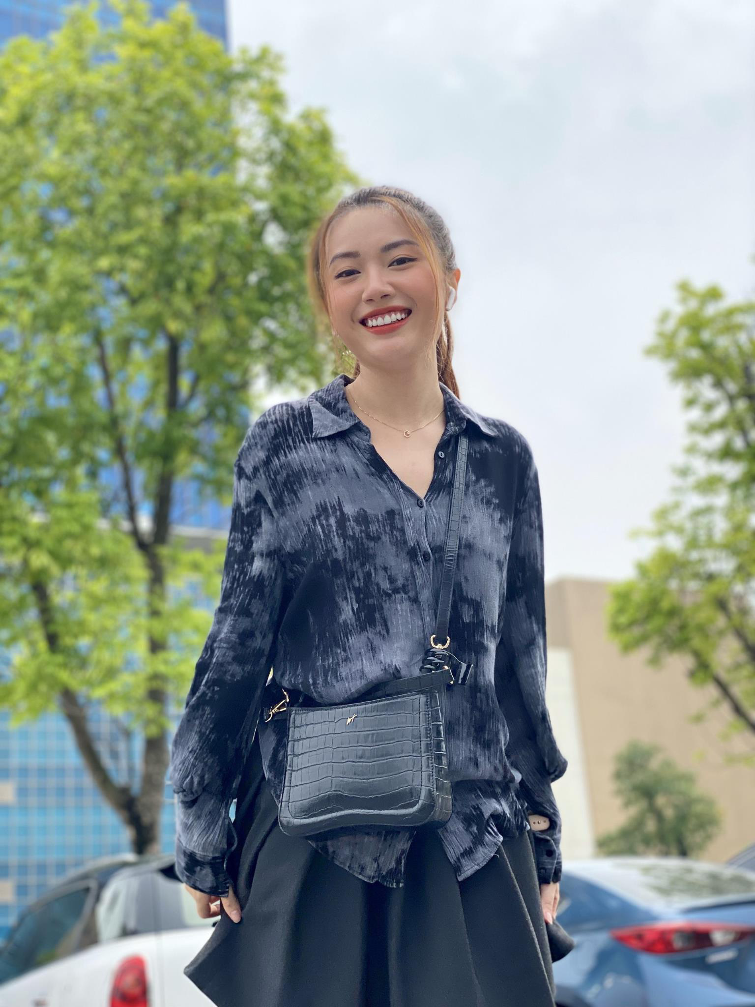 Tò mò chiếc túi được diễn viên Kiều My chọn cho vai Mai Khôi trong phim Ngày Mai Bình Yên - Ảnh 1.