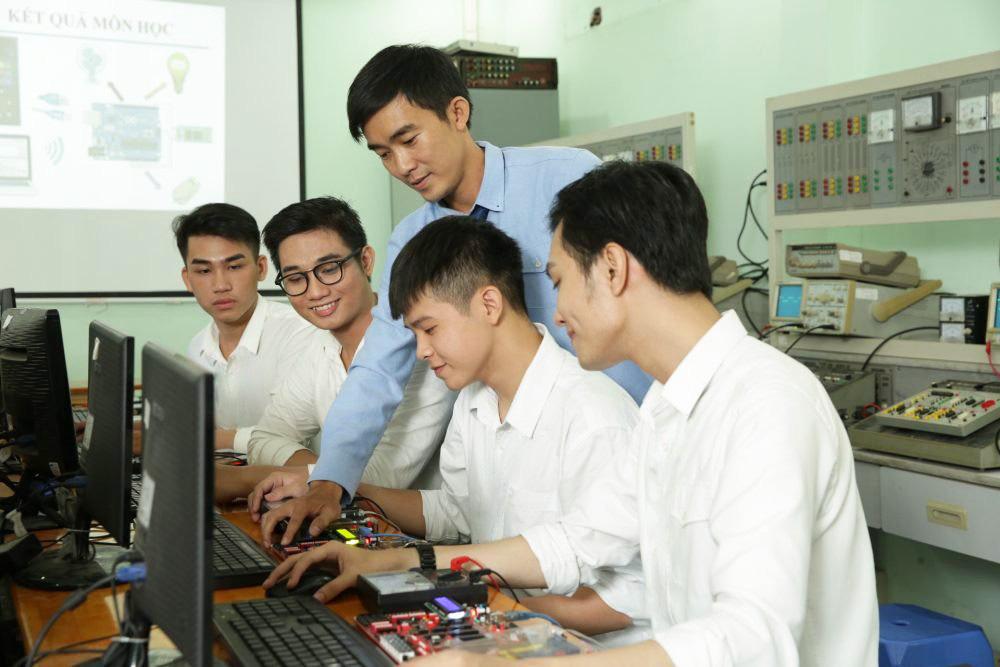 Trung cấp Vạn Tường miễn 100% học phí 2 học kỳ và tặng điện thoại cho thí sinh - Ảnh 3.