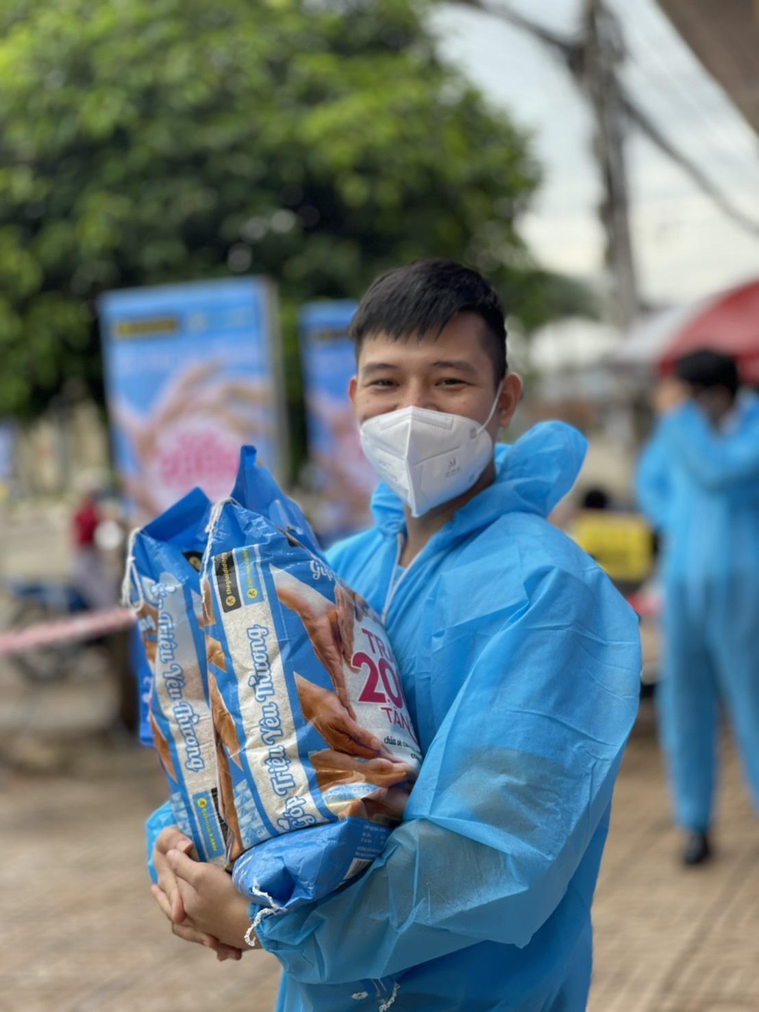 Nhân viên Thế Giới Di Động và Điện Máy Xanh háo hức với chương trình thiện nguyện trao 2000 tấn gạo - Ảnh 3.