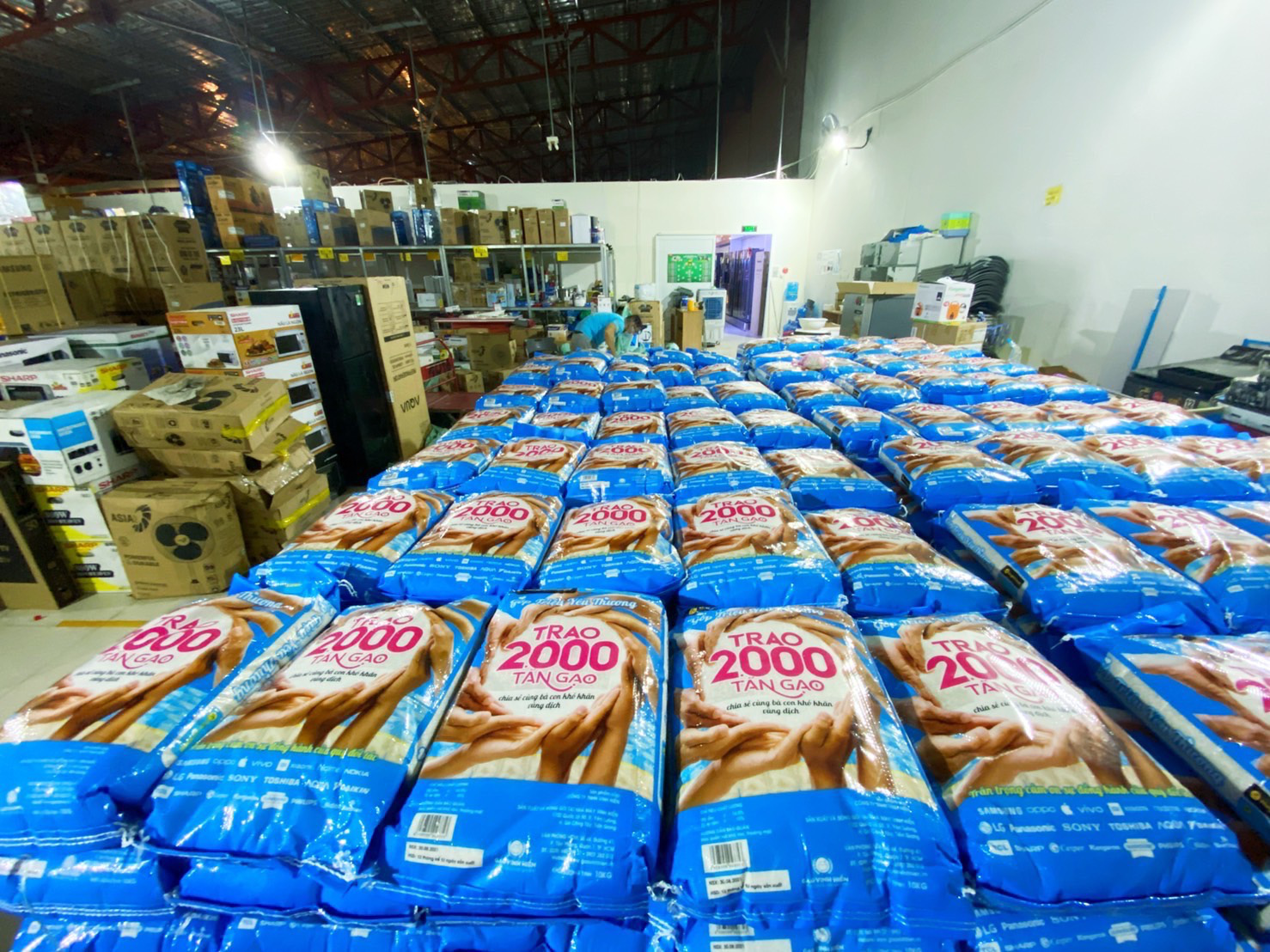 Nhân viên Thế Giới Di Động và Điện Máy Xanh háo hức với chương trình thiện nguyện trao 2000 tấn gạo - Ảnh 4.