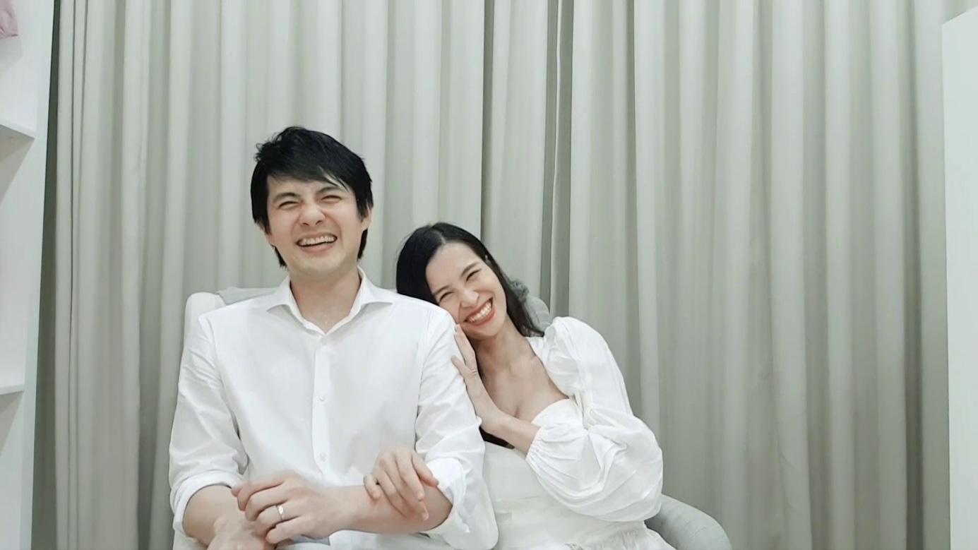 Nghỉ dịch, vợ chồng Đông Nhi - Ông Cao Thắng đi làm ông mai bà mối - Ảnh 1.