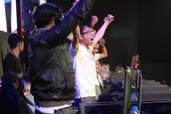 Bản lĩnh và một chút may mắn đã giúp FPS Gaming giành ngôi vô địch
