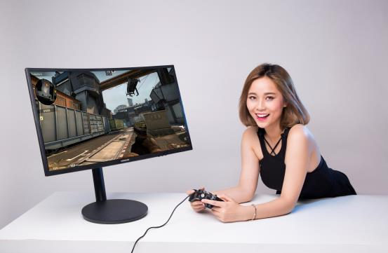 """Được chơi game với màn hình Samsung CFG70 thì """"miễn chê""""."""