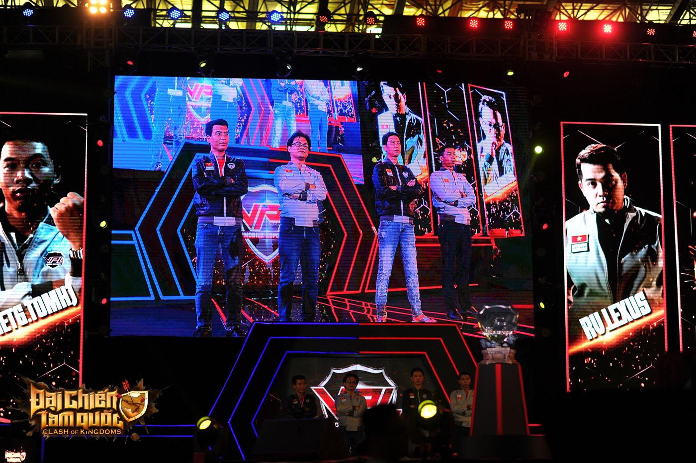 Hơn 1.000 game thủ Đại Chiến Tam Quốc 'đại náo' Cung Thể thao Quần Ngựa