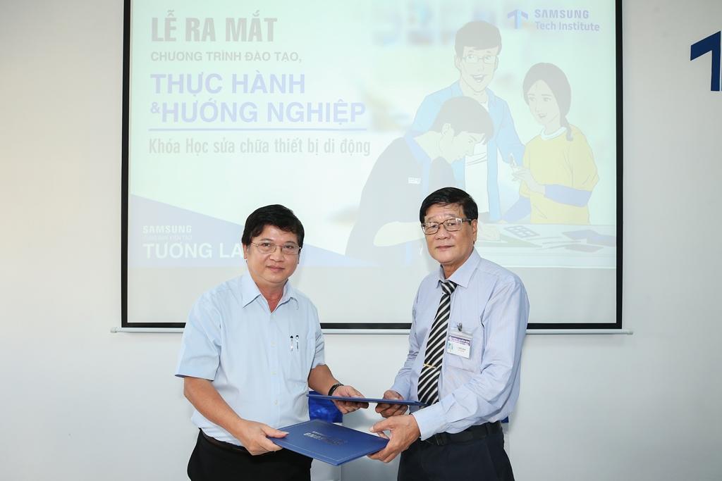 Học nghề sửa chữa điện thoại với chương trìnhSamsungTech Institute