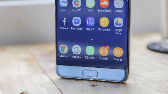 Sự xuất hiện của phím Home đồng nghĩa với việc cảm biến vân tay sẽ được đưa về mặt trước của Note FE, thay vì đặt cạnh camera sau như trên Galaxy S8 và Galaxy Note 8. Vị trí này được đa số người dùng ưa chuộng và đánh giá là hỗ trợ sử dụng dễ dàng và tiện lợi hơn rất nhiều.