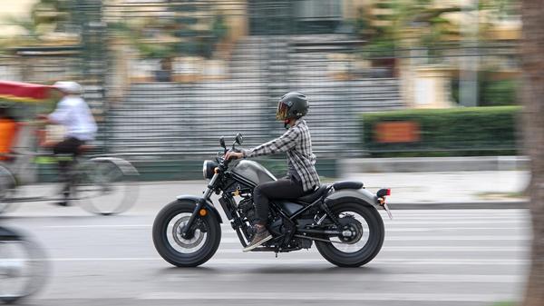 Đánh giá Honda Rebel 300: Xe côn tay đa dụng cho nam giới - Ảnh 7.