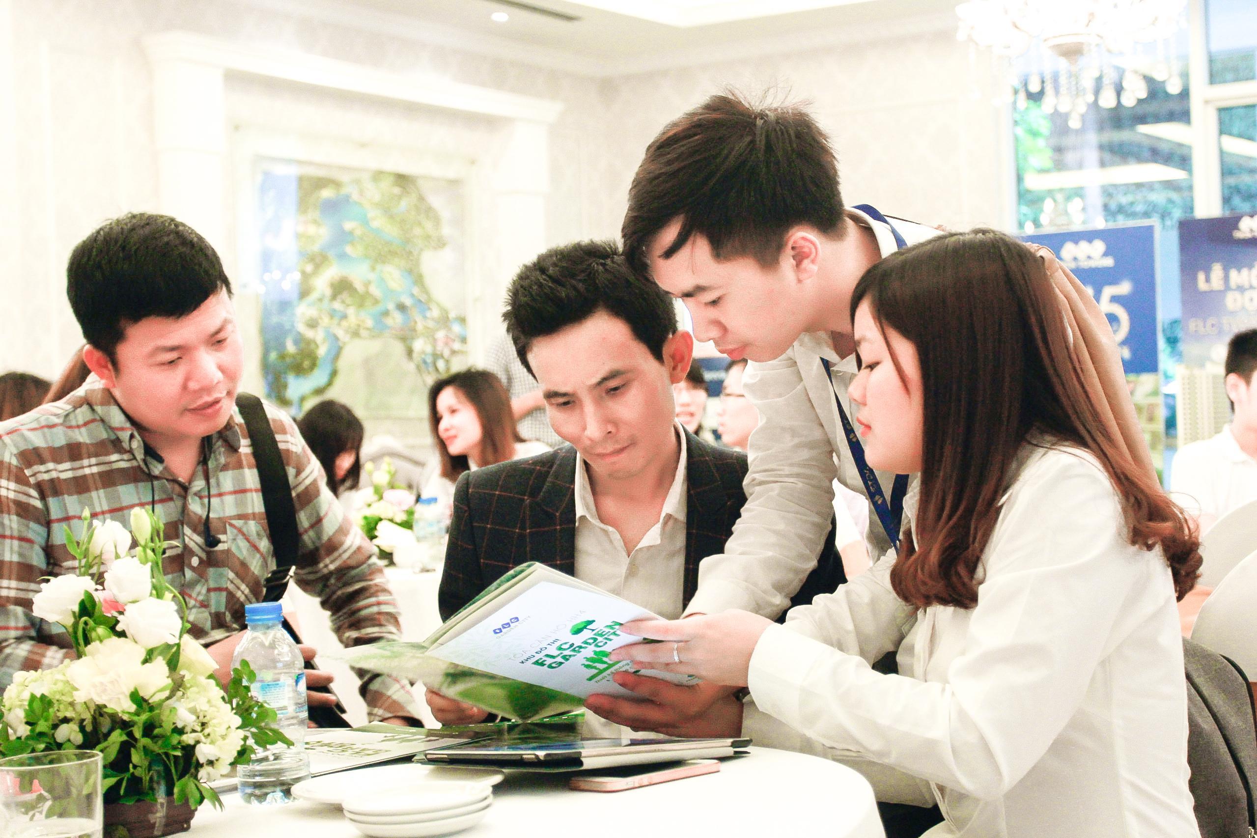 Khách mua và người bán nhà, khi nào thì gặp được nhau?