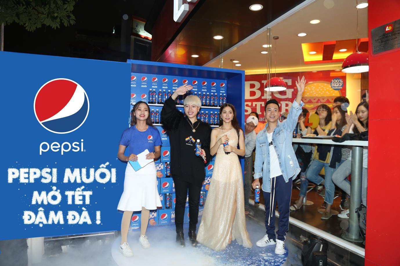 """Pepsi Muối truyền cảm hứng """" Mở Tết Đậm Đà"""" : Giới trẻ Việt không còn lo Tết nhạt"""