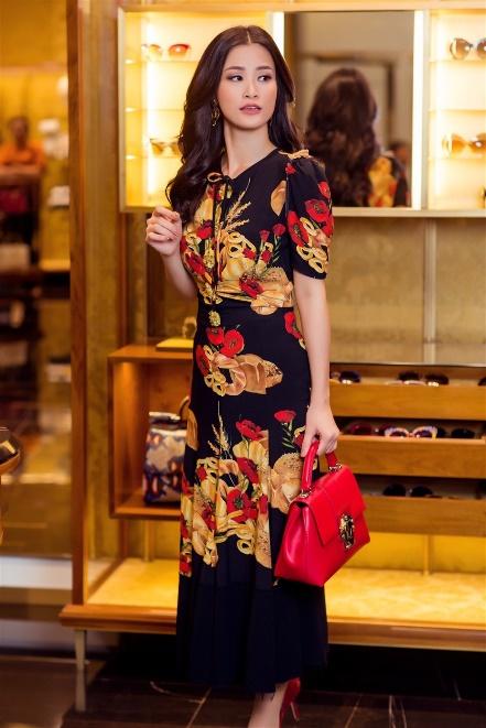 Đông Nhi hoá quý cô hàng hiệu sang chảnh với Dolce Gabbana - Ảnh 3.