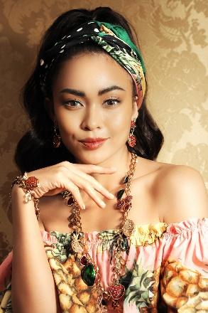 Mâu Thuỷ quyến rũ trong sắc màu nhiệt đới của Dolce & Gabbana - Ảnh 7.