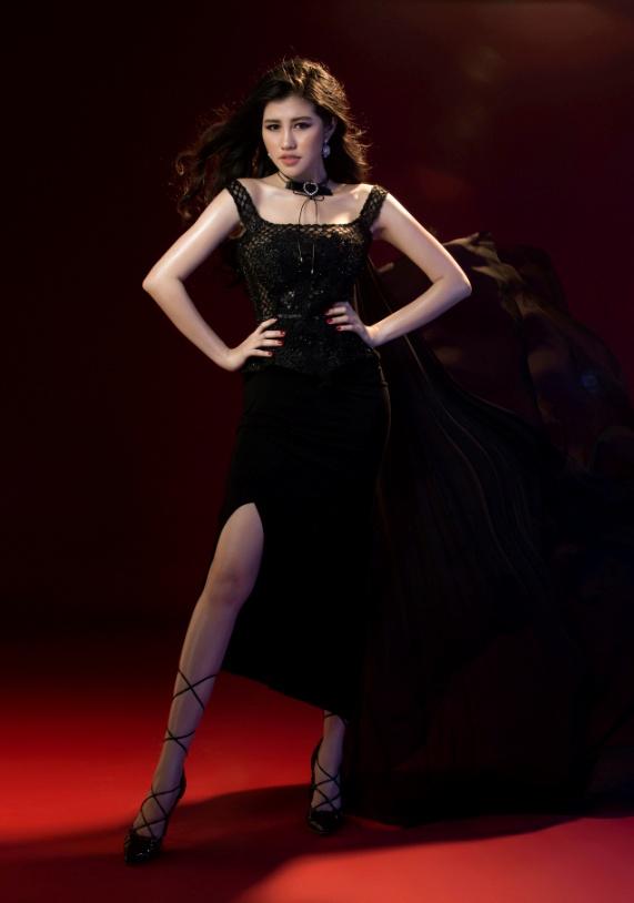 Người đẹp Emily Hồng Nhung đầy ma mị trong trang phục dạ hội mang phong cách châu Âu - Ảnh 3.