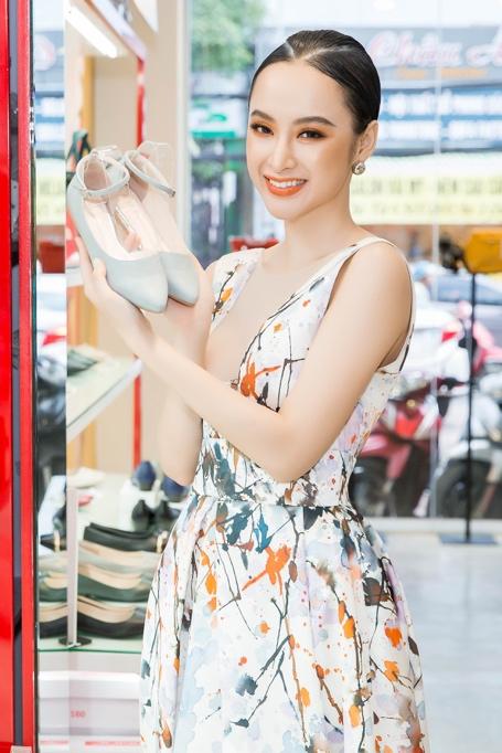 Ngắm Diễm My 9X, Angela Phương Trinh sang chảnh khi diện giày thương hiệu Việt - Ảnh 3.