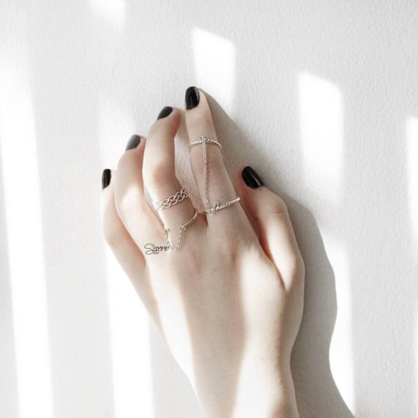 Nữ tính và lôi cuốn với phụ kiện trang sức bạc - Ảnh 1.