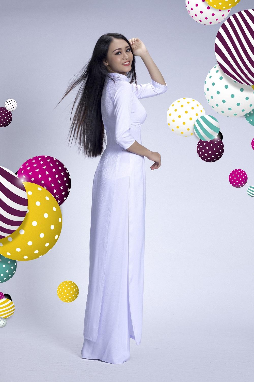 Đẹp tinh khôi với áo dài trắng lấy cảm hứng từ hội họa - Ảnh 4.