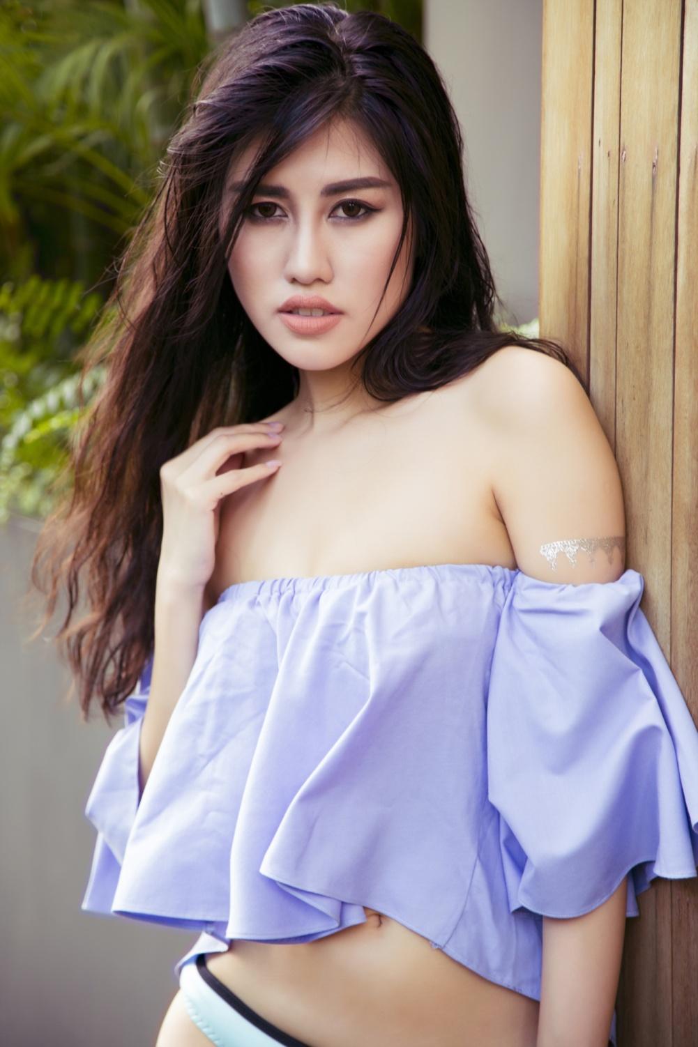 Emily Hồng Nhung khoe thân hình nóng bỏng với bikini tại quốc đảo sư tử - Ảnh 8.