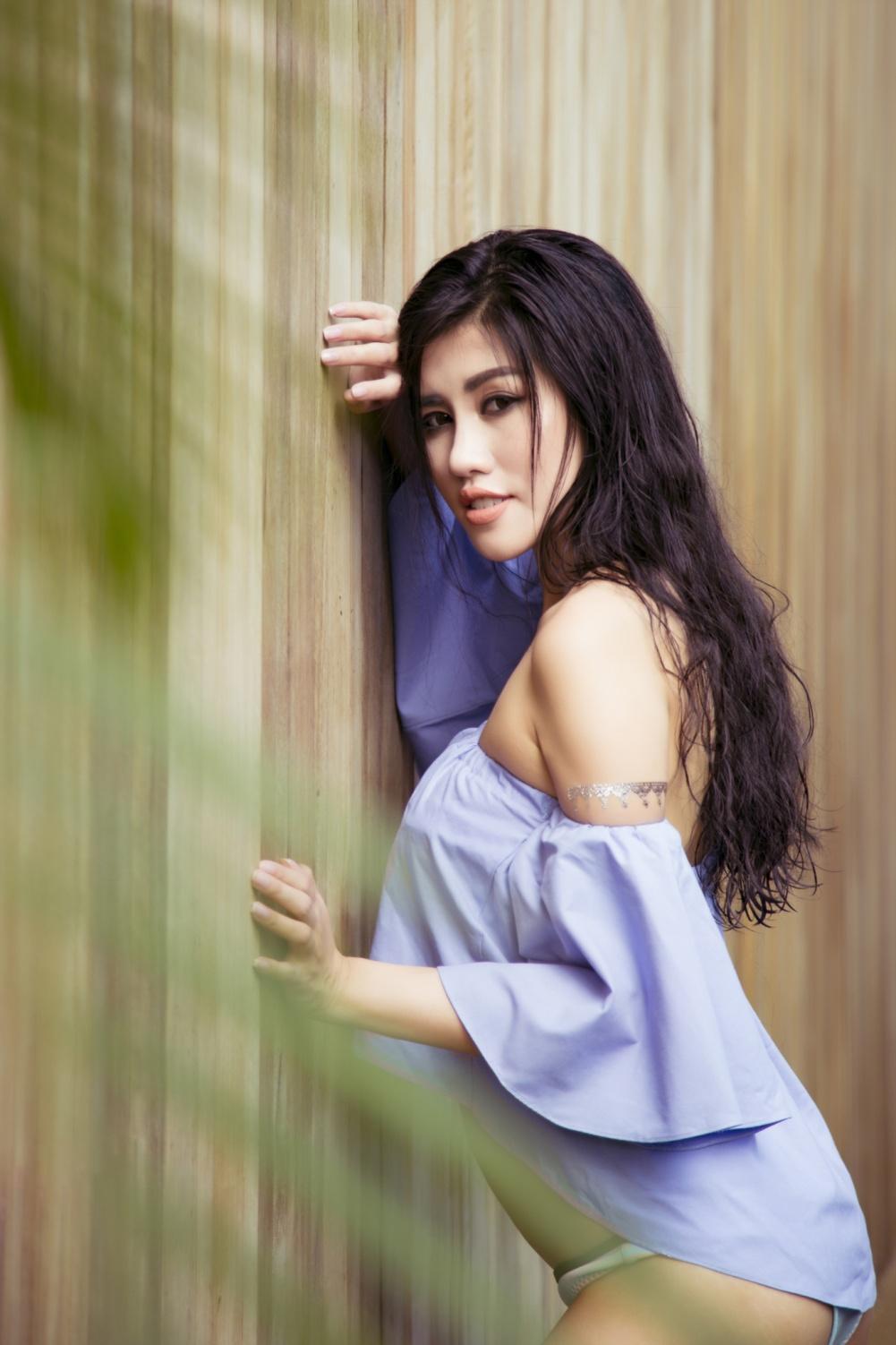 Emily Hồng Nhung khoe thân hình nóng bỏng với bikini tại quốc đảo sư tử - Ảnh 9.