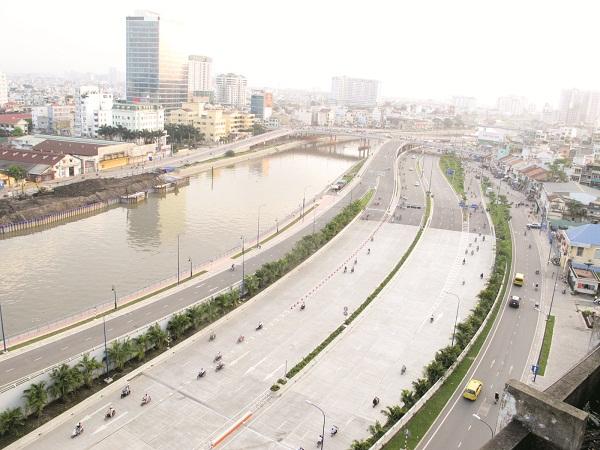 Đại lộ Võ Văn Kiệt - cửa ngõ kết nối từ 1 vài tỉnh miền Tây vào TP.Hồ Chí Minh qua xa lộ TP.Hồ Chí Minh - Trung Lương.