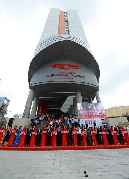 Khánh thành tòa nhà Đại học HIU- có biểu tượng Con tàu tri thức.