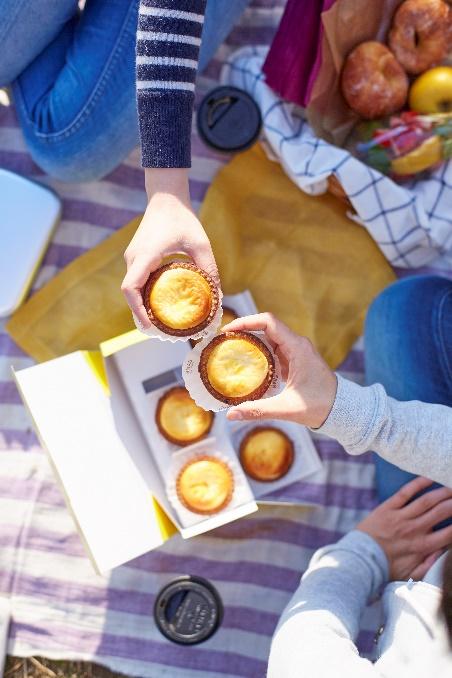 Tín đồ sành ăn đã có thể thưởng thức bánh BAKE Cheese Tart thần thánh của Nhật tại Sài Gòn