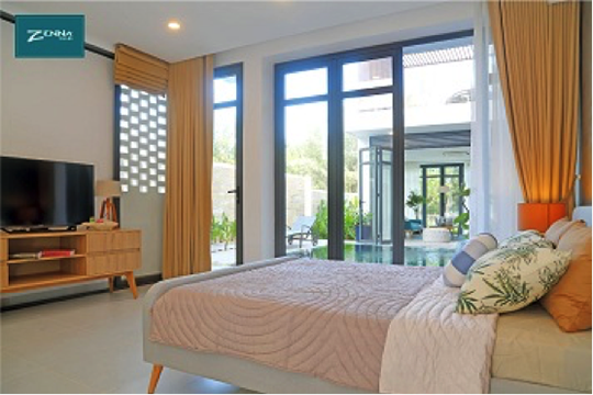 Lối thiết kế phóng khoáng đến từ Bandapar giúp ngôi nhà luôn tràn ngập hơi thở môi trường xung quanh.