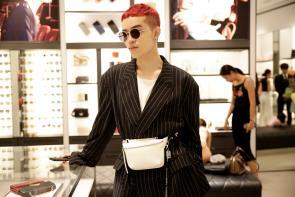 Sau Fashion Week, Kelbin Lei tái xuất nổi bật tại Charles & Keith Vincom Đồng Khởi - Ảnh 1.