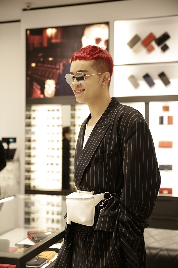 Sau Fashion Week, Kelbin Lei tái xuất nổi bật tại Charles & Keith Vincom Đồng Khởi - Ảnh 3.