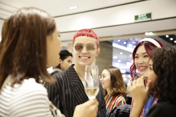 Sau Fashion Week, Kelbin Lei tái xuất nổi bật tại Charles & Keith Vincom Đồng Khởi - Ảnh 7.