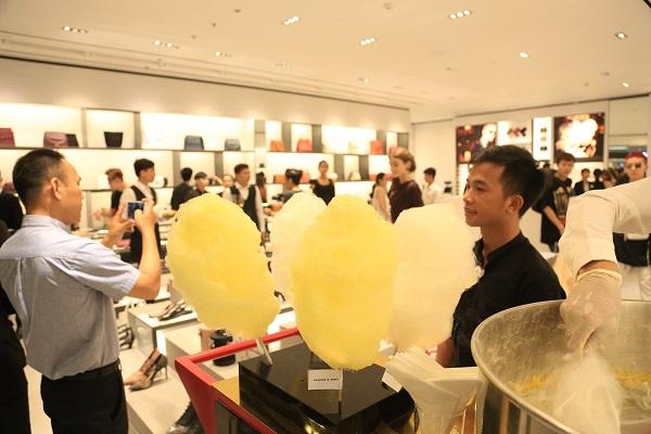 Sau Fashion Week, Kelbin Lei tái xuất nổi bật tại Charles & Keith Vincom Đồng Khởi - Ảnh 13.