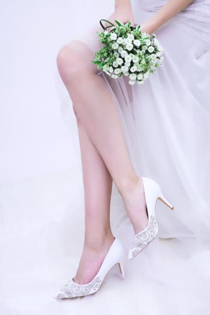 Thuần khiết và trong trẻo như những đôi giày cưới của Dolly - Ảnh 12.