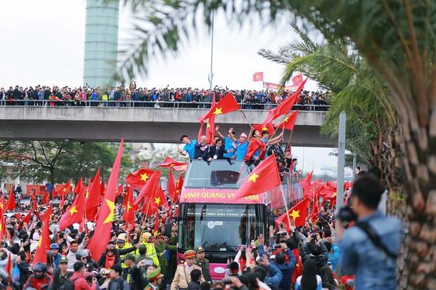 Bạn có tò mò về chiếc xe bus đón các tuyển thủ U23 Việt Nam hôm qua? - Ảnh 5.