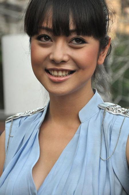 Nhìn lại hành trình thay đổi nhan sắc của hoa hậu Jennifer Phạm - Ảnh 1.