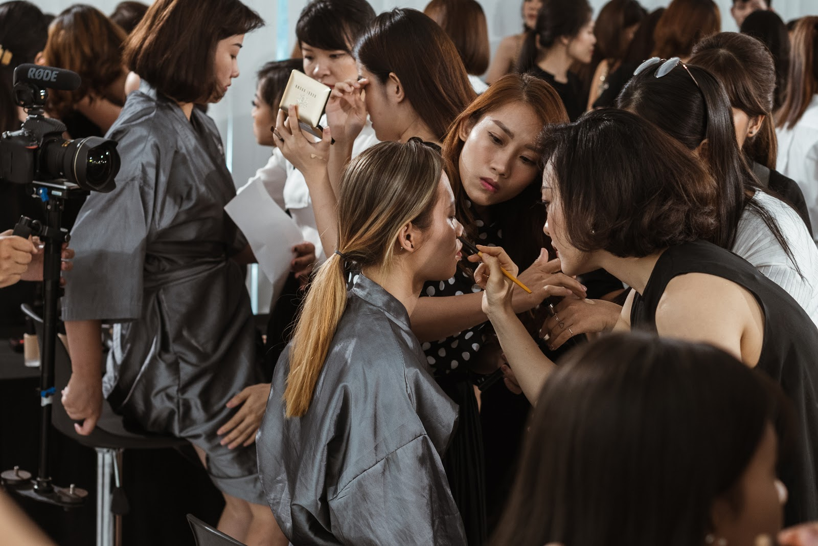 Điều gì xảy ra khi phù thủy make-up Việt kết hợp với thương hiệu mỹ phẩm lớn? - Ảnh 12.