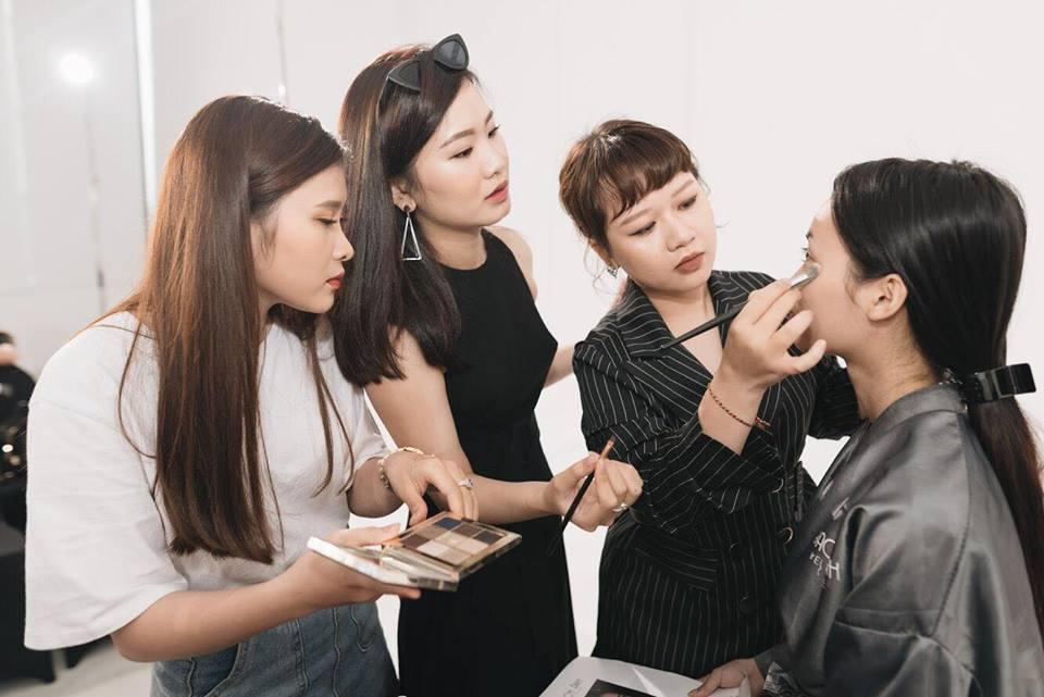 Điều gì xảy ra khi phù thủy make-up Việt kết hợp với thương hiệu mỹ phẩm lớn? - Ảnh 21.