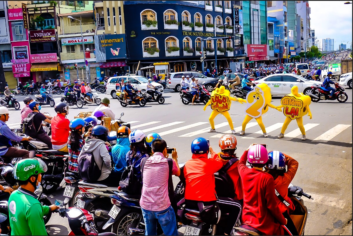 Bất chấp nắng gắt, biệt đội sinh vật lạ tràn từ Hà Nội vào Sài Gòn khiến dân tình tỉnh cả ngủ - Ảnh 1.