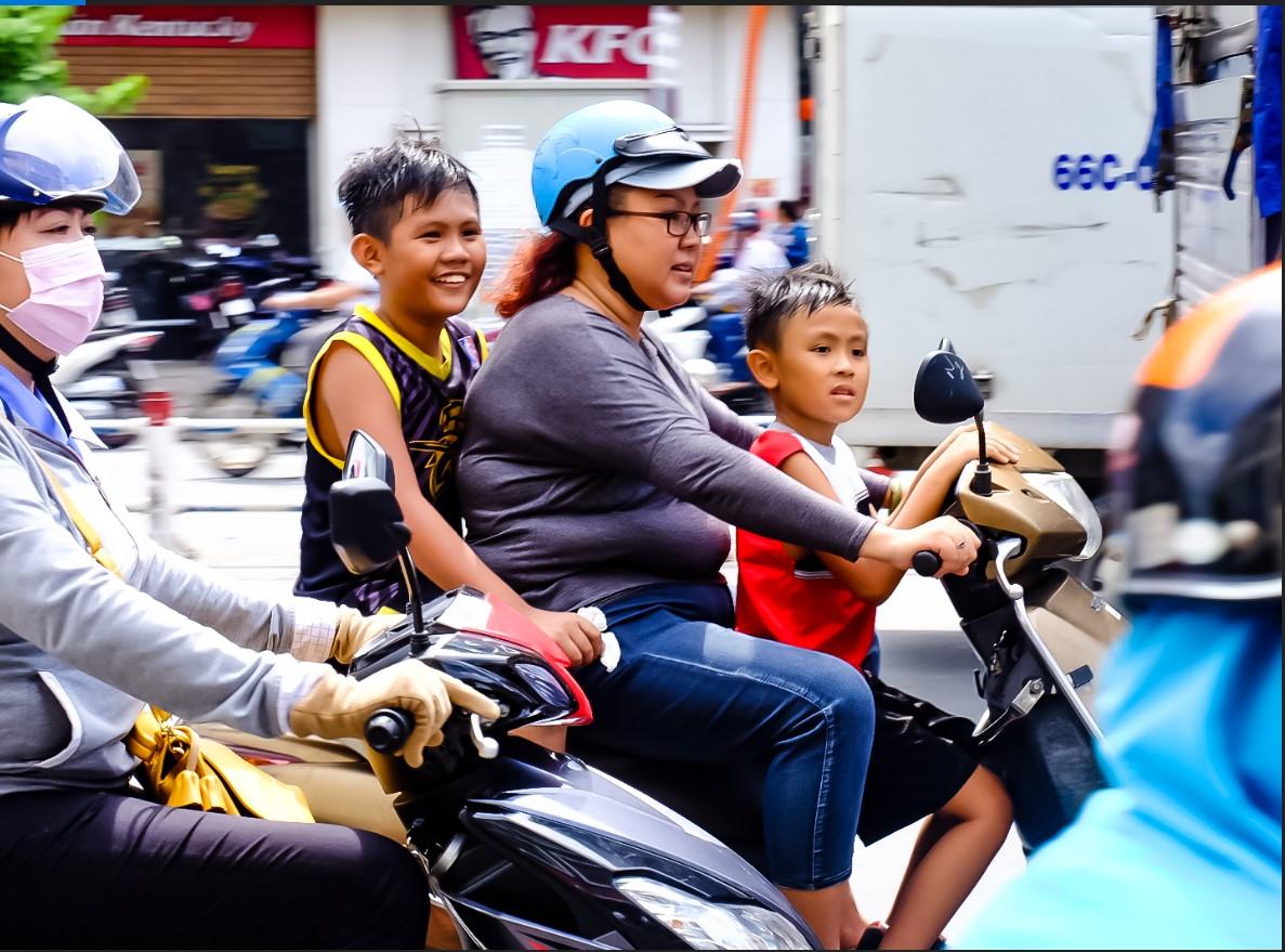Bất chấp nắng gắt, biệt đội sinh vật lạ tràn từ Hà Nội vào Sài Gòn khiến dân tình tỉnh cả ngủ - Ảnh 7.