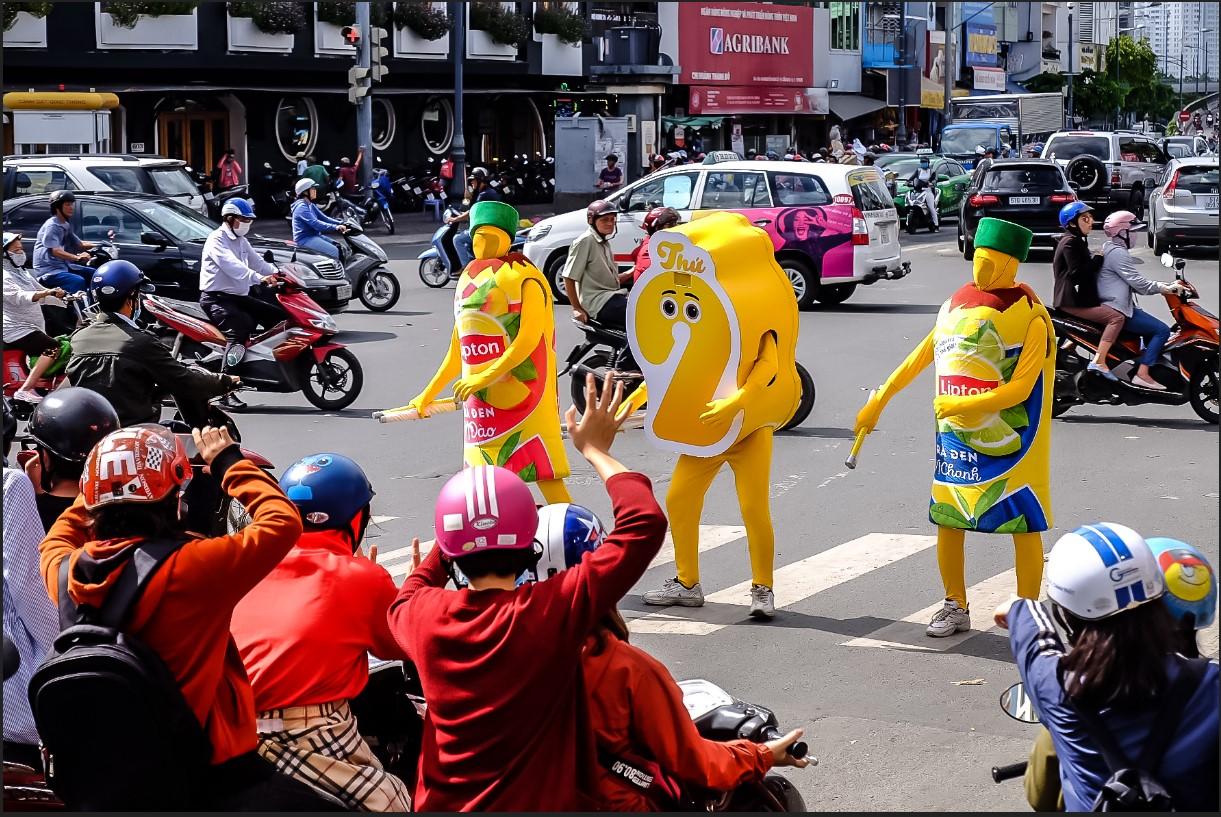 Bất chấp nắng gắt, biệt đội sinh vật lạ tràn từ Hà Nội vào Sài Gòn khiến dân tình tỉnh cả ngủ - Ảnh 11.