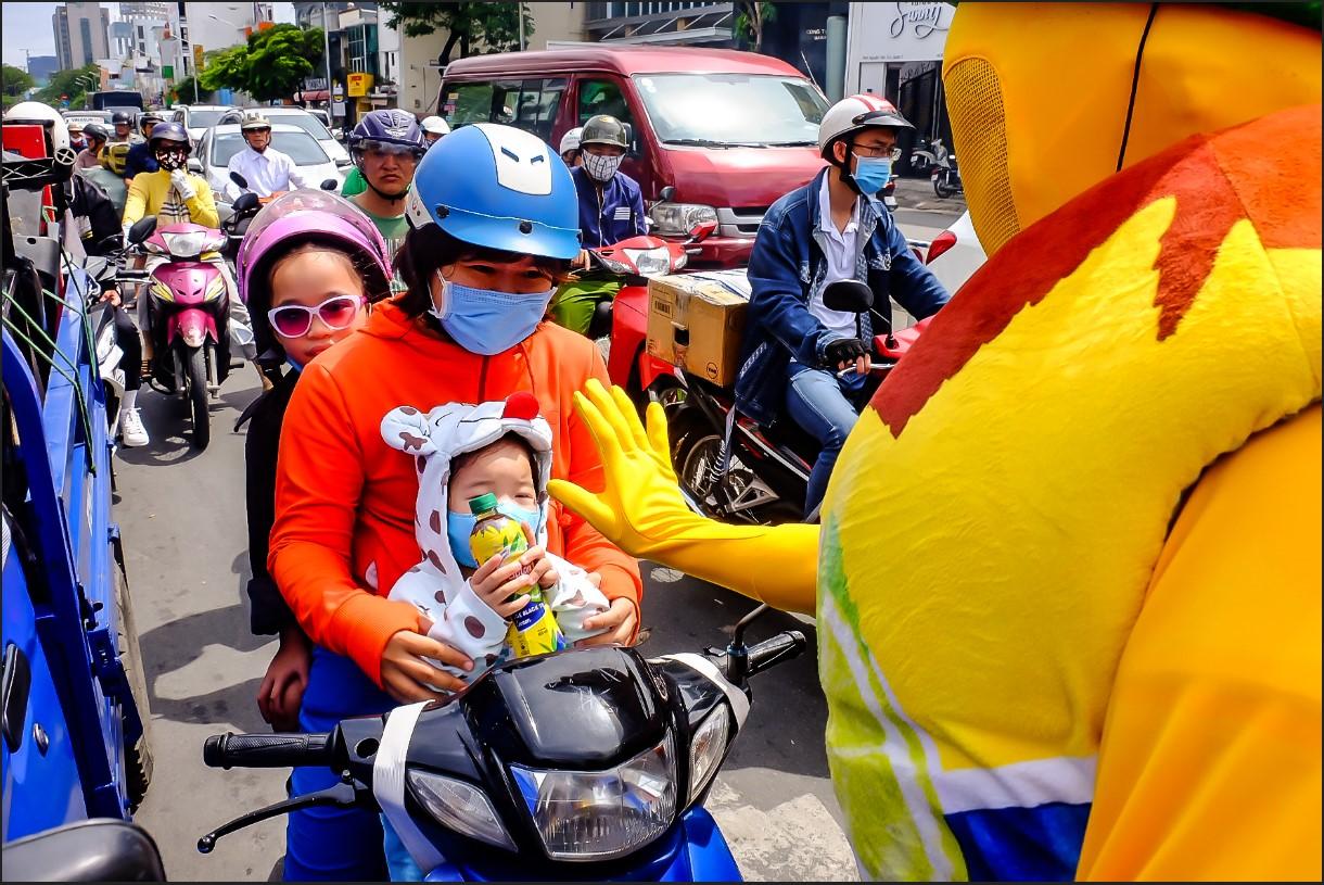 Bất chấp nắng gắt, biệt đội sinh vật lạ tràn từ Hà Nội vào Sài Gòn khiến dân tình tỉnh cả ngủ - Ảnh 12.
