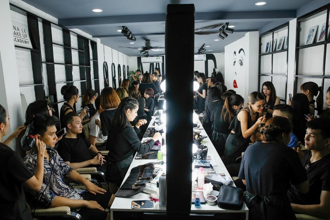 Tina Lê - Người đứng sau ekip makeup hùng hậu cho hàng loạt sự kiện lớn tại Việt Nam - Ảnh 1.
